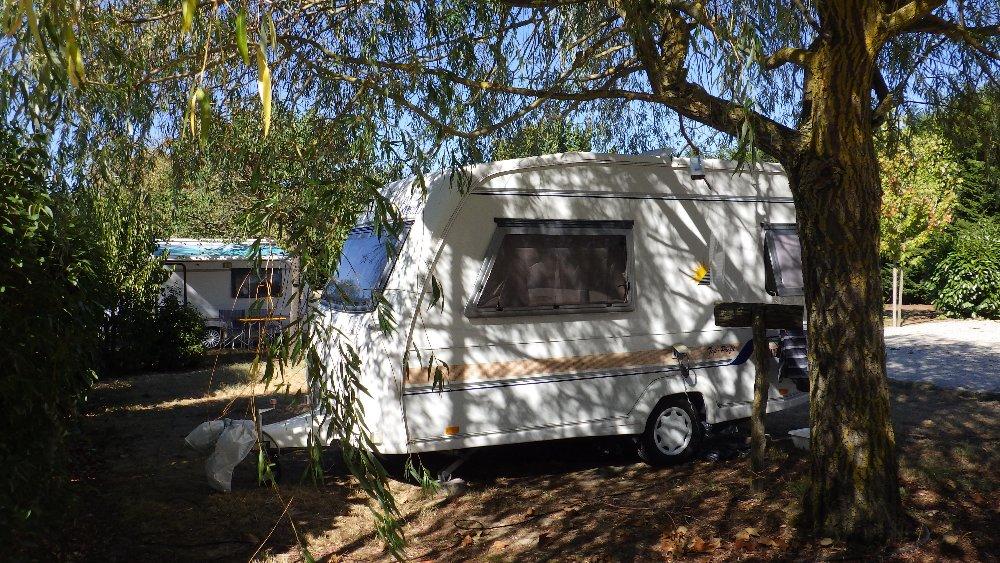 Aire camping-car à Calmont (31560) - Photo 1